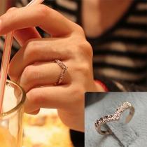 Fashion Rhinestone Inlaid V-shape Ring